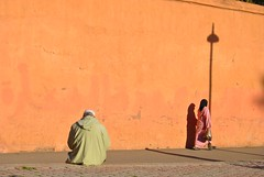 Due Solitudini si Attraggono (Mettiu_84) Tags: africa muslim hijab morocco maroc marocco marrakech musulmane