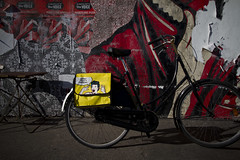 Funia (Mikael Colville-Andersen) Tags: bike bicycle copenhagen bag israel pannier funia sheppardfairey cyclechic velopassioncc