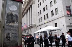 $ (espacio de esperanza) Tags: nyc newyorkcity nypd financialdistrict raid eviction a16 ows april16th occupywallstreet occupywallst