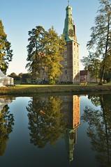 Schloss Raesfeld (++NiklasPhotography++) Tags: raesfeld castle reflections reflektionen schloss morning early morgen autumn