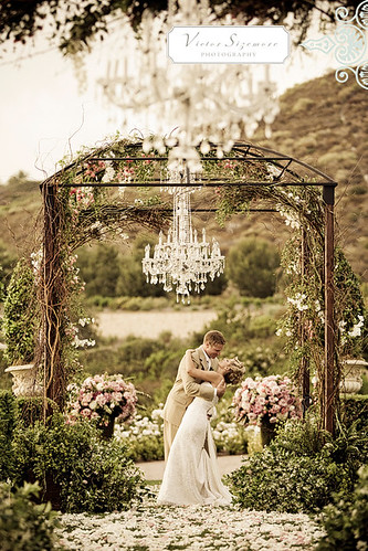 Every wedding arch deserves a little decor