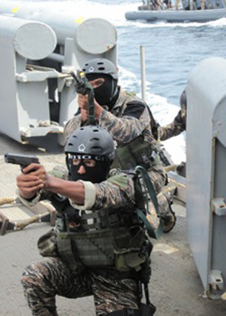 Philippine Navy commandos board USNS Safeguard (T-ARS 50)
