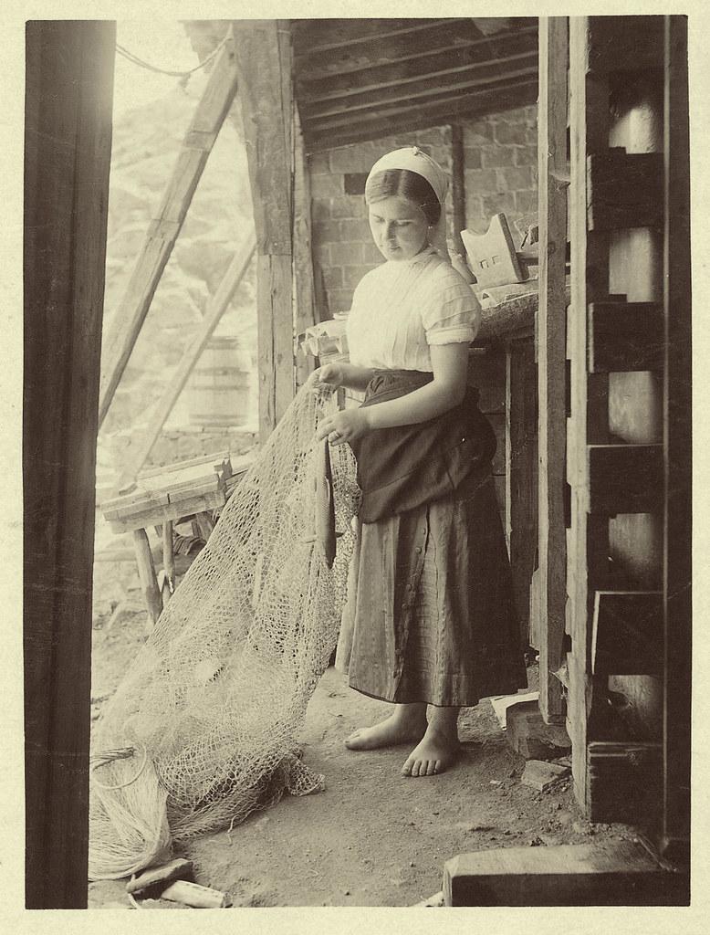 Pescadora de Toledo a principios del siglo XX. Fotografía de D. Pedro Román Martínez. Diputación de Toledo, Centro de Estudios Juan de Mariana