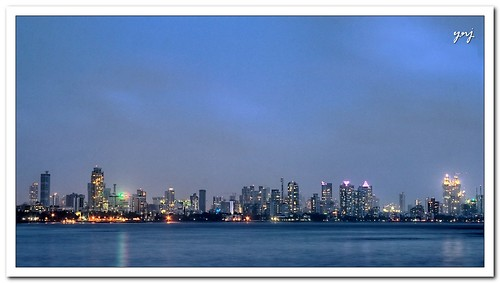 Mumbai... At Night by Yogendra174