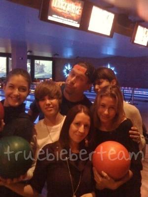 Justin_Bieber_bowling (1)