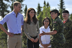 Royal tour 2011: Duke and Duchess of Cambridge visit Blachford Lake Lodge (Canadian Army | Arme canadienne) Tags: canada mountains army outdoors northwestterritories extrieur princewilliam yellowknife canadianforces royalvisit canadianrangers dukeofcambridge juniorrangers forcescanadienne blachfordlake catherinemiddleton willandkate duchessofcambridge dukeandduchessofcambridge visiteroyale mcplmarcandregaudreault