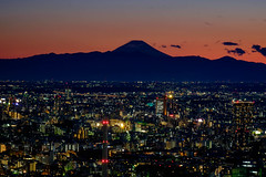 Night falls on the citiy of Tokyo with Mt Fuji looming in the background (chengkiang) Tags: sunset japan tokyo twilight nightshot dusk fujisan roppongi mtfuji moritower
