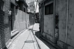 undecided (reinetor) Tags: street light shadow people bw building monochrome architecture eos asia republic picture korea aisle transit seoul 5d f28 undecided strolling mark3  primelens 5dmk3 ef40mm ef40f28