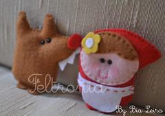 Brochinhos da Marina! (Feltronia by Bia Leira) Tags: feltro ímãs chaveiros chapeuzinhovermelho lobomau brochinhos feltronia bialeira