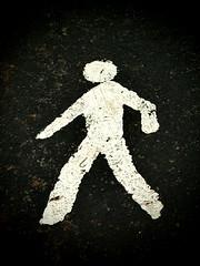 [48%] Cuidado conductor... (EnekoMenica) Tags: road carretera pedestrian peaton altocontraste olympusep1
