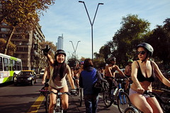 Cicletada Nudista_71 (Centro de Bicicultura) Tags: chile santiago bicicleta junio nudismo worldnakedbikeride 2011 cicletada wnbr reginmetropolitana todoslosderechosreservados bicicultura fotosolidaria wwwfotosolidariacl cicletadanudista