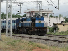 The first loco in WDM3D series (karthik abbilash) Tags: india train ed coach track rail loco rake locomotive express erode indianrailways cbe 11101 ncj irfca 16609 16610