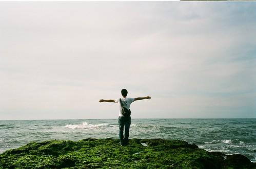 張開手才可以擁抱世界