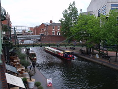 Brewmaster's House and Bridge from The Water's Edge, Brindley Place (ell brown) Tags: greatbritain bridge england birmingham footbridge unitedkingdom canals watersedge nia icc westmidlands narrowboat brindleyplace narrowboats pitcherpiano internationalconventioncentre stpetersplace thewatersedge nationalindoorarena sherbornewharf brewmastersbridge bcnmainline pitcherpianoatbrindleyplace brewmastershouse deepcuttingroverbridge birminghamcanalnavigationsmainline sherbornewharfbirmingham sherbornewharfheritagenarrowboats