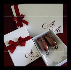 Kit de taas e LIvro de Assinturas (contato@mondy.com.br) Tags: caixa casamento papel taas desenho especial logotipo champanhe padrinhos logomarca noivos noivinhos importado personalizadas noivinho jateada jateamento ilustraonoivinhos