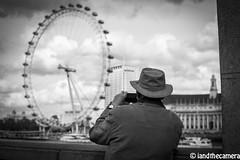 Photography at the swipe of a finger (Naf Selmani) Tags: london nikon londres londra soe thisisart londen lontoo  londonist londyn londn      colorphotoaward timeoutlondon theunforgettablepictures  betterthangood theperfectphotographer bwartaward goldstaraward   potd:country=gb iandthecamera