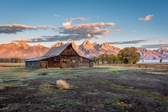 TA Moulton Barn - Grand Teton National Park (jzagt) Tags: moulton barn grandtetons grandtetonnationalpark mountains wyoming west moultonbarn morning nikon d750