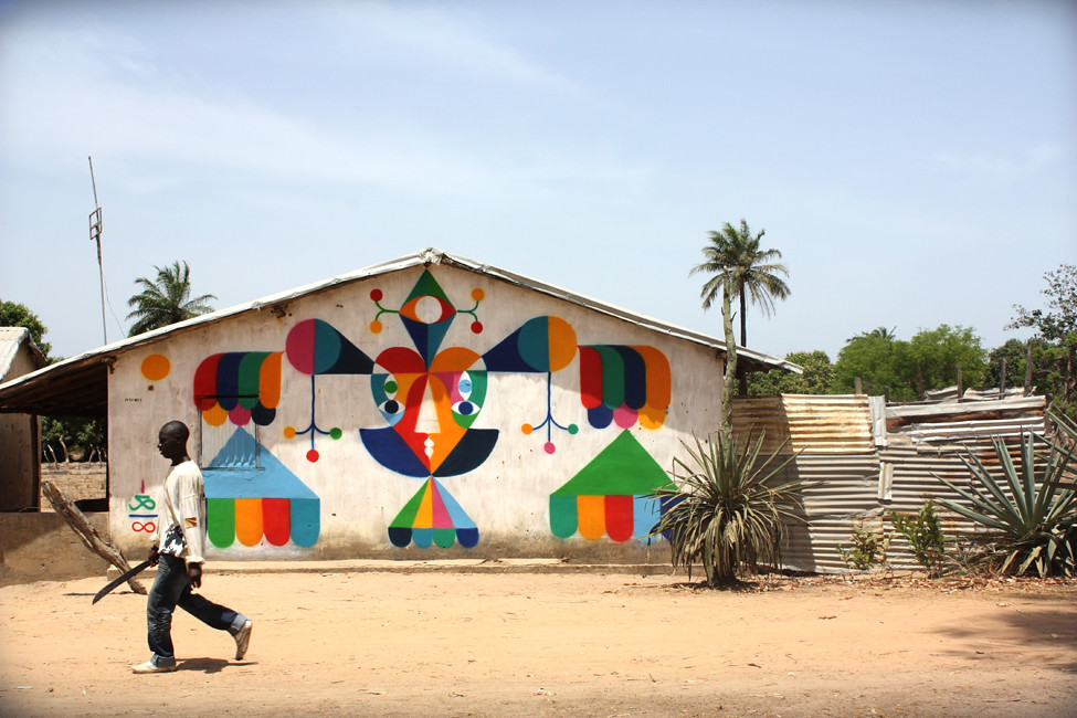 LIGHT HIGH. Spray on wall. Gambia. AFRICA 2011