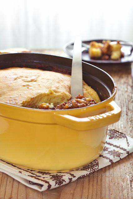 Chili & Cornbread nella cocotte in ghisa Staub