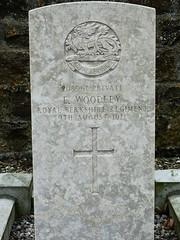 Dans le cimetière de Vouziers (ardoise08) Tags: vouziers ardennes argonne ewoodley royalberkshireregiment britishsoldierfalls tombemilitairebritannique 19141918 premièreguerremondiale ersteweltkrieg cimetièremilitare