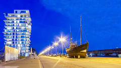 Oosterstaketsel - 24 september 2016 - 204-bewerkt (Frederic_P.) Tags: hendrikbaelskaai o225normankim augustloy o225siol janflorent schip ship vissersboot oldandnew oldnew building architecture harbor haven oostende ostend