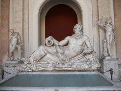 DSCN1450 (Starcadet) Tags: italien pantheon christen kaiser rom nero römer forumromanum papst vatikan antike petersdom petersplatz kolosseum engelsburg benediktxvi audienz cäsar