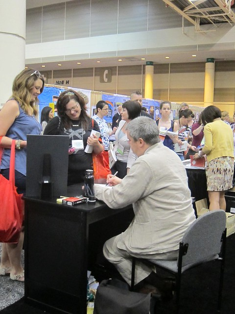Daniel Handler signing books and entertaining fans