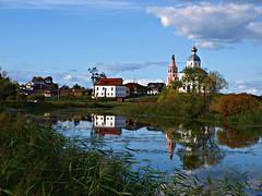 El árbol y el agua (Jesus_l) Tags: agua europa suzdal catedrales rusia jesusl fdv2011
