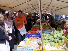 Rural Mallorca Excursion: Everyone learns how to choose the best produce.