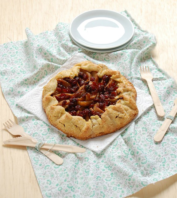 Apple-cranberry croustade with cornmeal crust / Torta de maçã e cranberry com massa de polenta