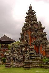 10-10-24 Indonesia (86) Bali R01 (Nikobo3) Tags: asia indonesia bali selva jungla templos paisajes nikon nikond200 d200 nikondx182003556vr nikobo joségarcíacobo flickrtravelaward ngc culturas arquitectura architecture naturaleza