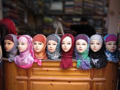 En serie ni tan seria (yanitzatorres) Tags: hijab marruecos marroqu pauelo femenino mujer moda costumbre maniqu rostros colores fez morocco fes