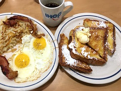IMG_2941_p (thebiblioholic) Tags: ihop frenchtoast eggs bacon food hashbrowns