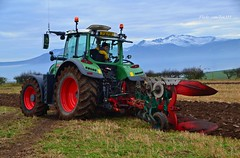 (Zak355) Tags: ploughingmatch rothesay bute isleofbute tractors old vintage scotland scottish fendt 716 snow