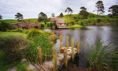 Hobbiton, The Shire (Christopher Chan) Tags: matamata waikato newzealand nz hobbiton shire lotr lordoftherings pier movieset sony rokinon a6000