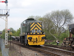 D9520 19th May 2013 NVR Spring Diesel Gala Wansford (Ian Sharman 1963) Tags: bear station train spring teddy diesel 14 may engine railway loco class valley passenger gala peterborough nene 19th shunter nvr wansford 2013 d9520