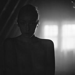 Johanna_052 (patofoto) Tags: blackandwhite bw woman 6x6 film rollei nude square kodak trix squareformat diafine sl66 artisticnude femenine rolleiflexsl66e
