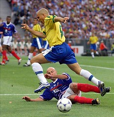 CUP-FR98-BRA-FRA-RONALDO-LEBOEUF (Dhiya Shaker - Football stars) Tags: france ball action final worldcup saintdenis