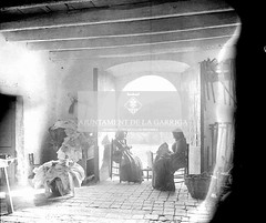 Can Barri. Interior de l'entrada 1906 (Ajuntament de la Garriga) Tags: cases fotosantigues