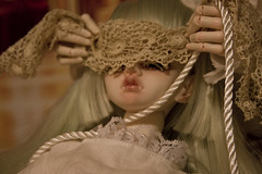 Keep_your_eyes_though_you_do_not_see (Pretty_Little_Monsters) Tags: silk bondage bjd balljointeddoll kagel souldoll dollinmind belosse