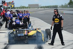 Graham Rahal peels out for practice at Pocono Raceway (IndyCar Series) Tags: grahamrahal meteringmode5 isospeedrating250 rahallettermanlaniganracing fnumber10010 exposure104000 cameranikond4 focallength200010 poconoindycar400