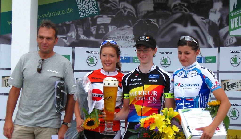 Ehrung 100 km Frauen - Olaf Ludwig, Katharina Venjakob (2.), Beate Zanner (1.), Bianca Bernhard (3.)