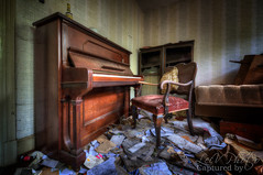 Dentists Hobby (LeiV Photo) Tags: urban abandoned nikon decay exploring piano places forgotten urbanexploration exploration deserted hdr urbanexploring urbex leegstand klavier verlaten leivphoto drddexter