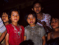 Karen children (Linda DV) Tags: travel people cute children geotagged thailand kid asia southeastasia child young culture tribal karen scan kind adventure sight tribe ethnic minority siam enfant canoscan tribo stam indochine hilltribe indochina slidescan tribu stamm ethnicminority  trib trib heimo minoritethnique geomapped stamme pokolenia ethnischeminderheid  culturaltravel  lindadevolder  plemena pokolen