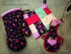 patchwork & pimentas (Carla Cordeiro) Tags: patchwork avental cozinha pimenta potholder vis acolchoado luvadecozinha pegadordepanela bakingglove quiltinglivre