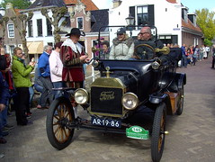 1914 Ford Touring at the finish (Davydutchy) Tags: auto people holland classic ford netherlands car automobile tour rally crowd may nederland cities voiture massa finish end vehicle oldtimer eleven friesland rallye stempel mensen towncrier klassiker 2015 frysln sleat elfstedentocht vetern sloten menigte automobiel stempelpost omroeper stadsomroeper