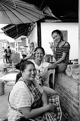 Get together (pacco_racco) Tags: group women village middlemekong northernlaos southeastasia leicam6 leicasummicron35mmf20asph kodaktrix400