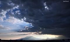 resplandor y nubes (guilletho) Tags: nubes clouds landscape paisaje mexico blaze resplandor sunrays escenery mountains canon popocatepelt montaa sky cielo