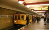 Europa, Deutschland, Berlin, Tempelhof-Schöneberg, Friedenau, U-Bahnhof Friedrich-Wilhelm-Platz, U-Bahn-Linie U9, historischer B II-Zug (Bernhard Kußmagk) Tags: europa deutschland berlin friedrichwilhelmplatz u9 friedenau kusmagk tempelhofschöneberg ubahn subte subway underground metro métro metró földalattivasút untergrundbahn undergrundsbane μετρό ちかてつ 지하철 地下鉄 метро tunnelbane tunnelbana bernhardkusmagk bernhardkussmagk chikatetsu bvg normalspur 1435mm regelspur vollspur standardgauge voienormale kolejnormalnotorowa bitolapadrão normalspor normaalspoor европейскаяколея normalspår grosprofil thirdrail stromschiene subwaystation ubahnhof stazione gare station sonderfahrt historisch b2 bii agberlinerubahn