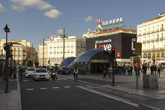 Puerta Del Sol - Madrid (rschnaible) Tags: madrid spain espana europe street photography sightseeing tour tourist outdoor city puerta del sol plaza sun